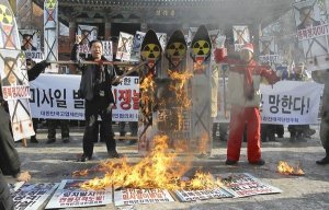 South Koreans protest North Korea's rocket launch